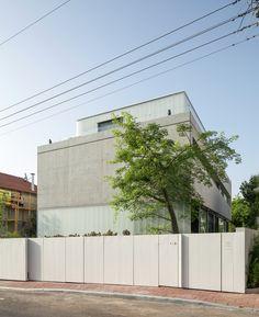 Galeria de Um Corte Concreto / Pitsou Kedem Architects - 52