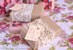 Detalles personalizados para bodas, comuniones, bautizos. Jabones, bálsamos, saquitos perfumados, velas. Cursos de jabones naturales.