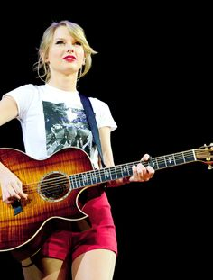 Image about Taylor Swift in Tours ( TS ) by ☾ Taylor Swift Music, Swift 3, Taylor Alison Swift, Taylor Swift Pictures, Red Tour, Pick One, Role Models, The Beatles, My Idol