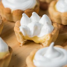 ¡Son tan prácticas y ricas que vas a querer (y poder) comer miles! Lemon Desserts, Dessert Recipes, Tasty Videos, Cake Decorating Videos, Savoury Cake, Mini Cakes, Sweet Recipes, Sweet Treats, Cooking Recipes