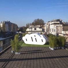 """Les architectes Bordelais de Zébra3 ont réalisé """"Le Nuage"""", un projet de micro-architecture, refuge périurbain. """"Le Nuage"""" est actuellement installé sur le toit du Point Éphémère, le centre de dynamiques artistiques situé dans le 10e arrondissement de Paris."""