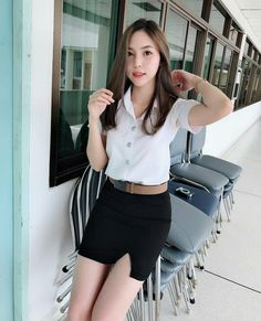 More photographs of young Far East Asian ladies wearing extremely tight skirts - this time showcasing the tight skirt style of Asian college. Student Fashion, Girl Fashion, School Girl Dress, University Girl, Myanmar Women, Girls In Mini Skirts, Cute Japanese Girl, Girls Uniforms, Cute Asian Girls