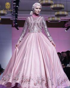 """PEARLASIA"" collection by @anniesahasibuan for COUTURE NEW YORK FASHION WEEK at The Crowne Plaza Times Square Manhattan New York on Saturday February 13th 2016 | 6 PM  Designer @anniesahasibuan  MUA @carolinasepteritabeauty  Photografer @aldiphoto @afidasukma Videografer @fuadiyahya @arizkansaja Fashion Stylist @carolinasepteritabeauty  Hijab Stylist by @carolinasepteritabeauty and @murni_mua  Sponsored by @bekraf @couturefashionweeknewyork @wardahbeauty @g.liem  Media Partner by @wolipop…"