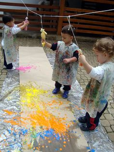 Painting These are definitely activities that are ideal for a toddler. Find a number of fun toddler Toddler Art, Toddler Crafts, Crafts For Kids, Classroom Activities, Learning Activities, Preschool Activities, Baby Art, Reggio, Childhood Education