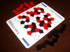 Cairo Corridor: Players aim to have the most pentagons bordering a negative-space path that connects all four sides of the board.