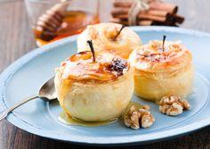 5 Σούπερ υγιεινές συνταγές για σνακ - Γλυκές και αλμυρές ό,τι πρέπει για τις απογευματινές λιγούρες   GASTRONOMIE   iefimerida.gr Diabetic Desserts, Lemon Bars, Dessert Drinks, Diabetic Friendly, Caramel Apples, Chocolate Cake, Camembert Cheese, Creme, Sweet Treats