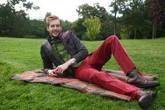 Veste matelassée marron et gilet microfibre 6 boutons couleur verte! Chemise à col italien & pantalon velours rose. Mi-bas et souliers Matthew Cookson! #WicketSoBritish