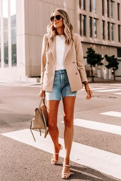 Tan Blazer Outfits, White Shirt Outfits, Summer Shorts Outfits, Blazer And Shorts, Summer Fashion Outfits, Camel Blazer, Summer Outfit, Casual Summer, Outfit Jeans