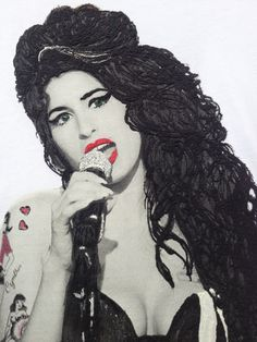 Amy Winehouse Tshirt Hand Print by me Painting 3d by me I chose to dedicate one of my handprinted and painted by myself T-shirt to Amy Winehouse the british, soulful singer, true icon of British music