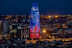 La torre Agbar es un impresionante rascacielos ubicado en la ciudad española de Barcelona