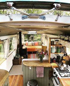 Skoolie conversion The skylights are open and the sun is shining in. With the majestic bus you can almost feel the breeze more Skoolie conversion The skylights are open and the sun is shining in. With the majestic bus you can almost feel the breeze Bus Living, Tiny House Living, Living In A Caravan, Living Room, Converted Bus, Kombi Home, Van Home, Camper Van Conversion Diy, Sprinter Van Conversion