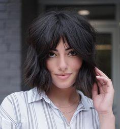 Bob Hairstyles For Thick, Short Layered Haircuts, Latest Hairstyles, Hairstyles Haircuts, Cool Hairstyles, Short Cuts, Chin Length Haircuts, Haircuts With Bangs, Medium Hair Styles