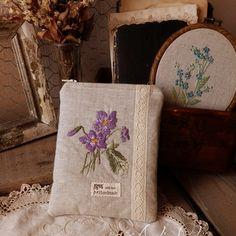 Zboží od Andin Sweet Violets, Burlap, Reusable Tote Bags, Violets, Hessian Fabric, Jute, Canvas