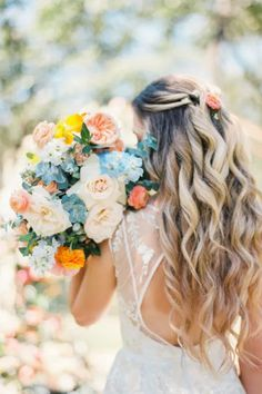 This zesty, citrus styled shoot took place at The Grand Lady in Texas.  Photo: @kristinlavoiephoto Bridal Musings, Wedding Shoot, Wedding Things, Lady, Flower Arrangements, Destination Wedding, Wedding Flowers, Texas, Bouquet