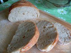 Három éve csak ilyen kenyeret eszünk. Dagasztás nélkül készül. Van saját receptem, ami bevált - írja Olvasónk, Jolán. Köszönjük a receptet! Dagasztás nélküli kenyér Hozzávalók 1 kg kenyérliszt- BL80 (Szlovákiában T650) 7 dl langyos víz 1 csomag instant élesztő 2 kávéskanál só Elkészítés A kelesztőtálba beleöntjük a 7 dl vizet, hozzáadjuk az élesztőt, a sót, és elkavarjuk, hogy az élesztő kicsit szétolvadjon. Hozzáöntjük a lisztet, és addig keverjük, amíg szépen összeáll a kovász (1,5- 2…