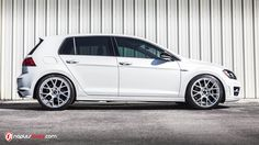 2016 VW Golf R on VMR V810s