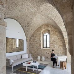 Contemporary minimalism and historical asceticism in a historic apartment in Old Jaffa which renovated by Pitsou Kedem architects. The language of minimalism embedded in the 100 square meter historic apartment in Old Jaffa. Interior Modern, Interior Architecture, Interior And Exterior, Interior Design, Stone Interior, Masculine Interior, Historical Architecture, Ancient Architecture, Interior Walls
