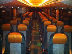 L'intérieur du #Setra 415 HD de #Resalp - Confort et lumière tamisée pour un voyage en toute sécurité