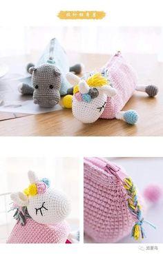 Cositas alucinantes de crochet | Otakulandia.es Crochet Pencil Case, Crochet Pouch, Crochet Purses, Crochet Dolls, Pencil Case Pattern, Diy Crafts Crochet, Crochet Gifts, Crochet Projects, Crochet Unicorn Blanket