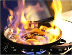 Peach and Berries Flambe, The Ravenous Couple Best Dessert Recipes, Fun Desserts, Whole Food Recipes, Delicious Desserts, Drink Recipes, Yummy Food, Homemade Taco Seasoning, Homemade Tacos, Flambe Recipe