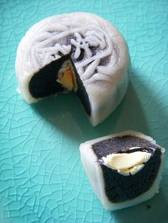 Snow skin mooncake - black sesame filling