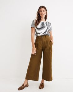 Pleated Wide-Leg Pants in weathered olive image 1 Wide Leg Cropped Pants, Wide Leg Trousers, Wide Leg Pants Street Style, Wide Legged Pants, Grunge Outfits, Chic Outfits, Camel Pants Outfit, Women's Pants, Culottes Outfit