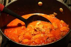 BIFFGRYTE MED GRØNNSAKER Thai Red Curry, Ethnic Recipes, Easy, Food, Lasagna, Meal, Hoods, Eten, Meals