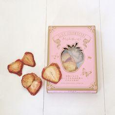 Pretty packaging for sliced dry strawberries (Japan) ドライさくらんぼいちごスライス