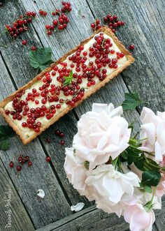 Mascarpone and red currants tart in a spiced graham crust