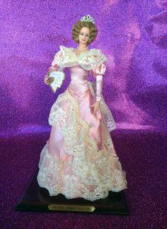 VICTORIA EUGENIA (Siglo XIX) Bambola in Vinile realiizata nel 1993 da Marìn. Misura cm. 35 in altezza