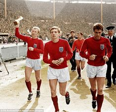 England 1966 World Cup winner Martin Peters has died aged 76 England World Cup winner and West Ham legend Martin Peters has died aged 76 England Football Players, England Players, World Football, Football Team, Pure Football, Best Football Players, Arsenal Football, West Ham Players, 1966 World Cup Final