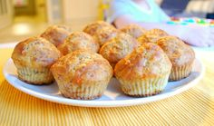 Wholemeal muffins with tuna and yellow cheese - super easy to make. Great for kids!