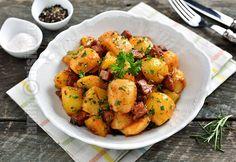 Reteta de cartofi taranesti cu afumatura este una care mie imi place foarte mult. Adevarul este ca eu iubesc cartofii. Imi plac la nebunie inca din copilari