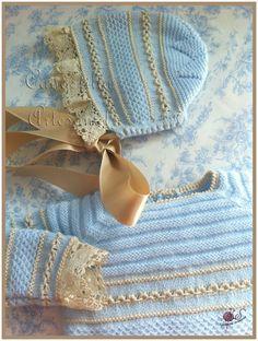 """Y es que parece que todo lo que """"toca"""" este puntillón se convierte en divino   Modelo realizado en lana de bebé, perlé y bolillos artesanal... Knitted Baby Clothes, Knitted Hats, Knitting For Kids, Baby Knitting, Tricot Baby, Knitting Patterns, Crochet Patterns, Baby Shawl, Princess Outfits"""