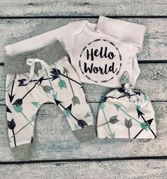 baby boy coming home outfit/hello world outfit/ arrow shirt/arrow leggings/baby leggings/organic cotton by bibitibobitiboutique on Etsy Baby Boy Outfits, Kids Outfits, Baby Boy Christmas Outfit, Baby Boy Haircuts, Arrow Shirts, Baby Girl Leggings, Baby Vest, Coming Home Outfit, Handmade Clothes