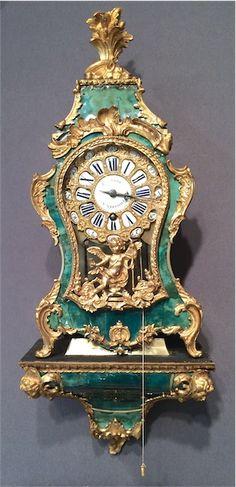 Cartel d'alcôve en corne verte - Epoque Louis XV http://www.galerie-clostermann.com/objets-d-art/la-mesure-du-temps/cartel-en-corne-verte/