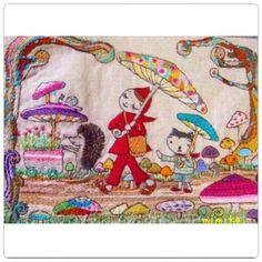 刺繍*きのこ傘 昨日の手しごととは違い これは、すべて手刺繍です。 時々冒険したくなり フェルトや布の柄を組み合わせたりしますが やはりすべて刺繍で仕上げるのが一番しっくりくるみたいです。 時間はかかっちゃいますけどね。 ずきんちゃんのさしているきのこ傘 たくさんの色を使っても 全体が優しい色合いになるように 刺繍しましたよ♪ #刺繍 #手作り #ステッチ #オリジナル #ハンドメイド #handmade #イラスト #embroidery #handwork #図案 #きのこ #cat #ずきんちゃん #はりねずみ #ねこ #散歩 #おさんぽ #自転車 #フレーム #マッシュルーム きのこ傘 #かたつむり