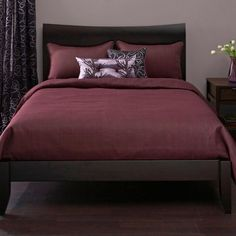 wine colored bedding WE NEED THIS BEDROOM