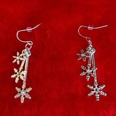 XMAS CLEARANCE Silver Tone Snowflake Earrings ☃Holiday Gift Idea☃ Silver Tone Snowflake Dangle Earrings With A Crystal Center. Smoke free home ❌No trades, holds, or PayPal I'm Now On Instagram! @caligirlinmnposh Jewelry Earrings