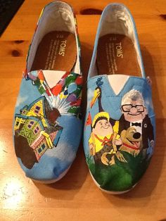 would look grt on Kelsey and kait as they travel during the holidays omg i need these so much like seriously i love these ones more than any other toms that ive seen Up Shoes, Crazy Shoes, Me Too Shoes, Free Shoes, Painted Toms, Hand Painted Shoes, Disney Toms, Disney Outfits, Disney Clothes