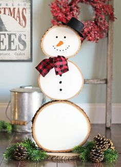 How to make a snowman out of round wood slices