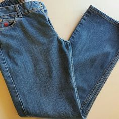 Women's wrangler jeans Twenty X wrangler jeans worn couple of times. Excellent condition. 32 inch inseam Wrangler Jeans Boot Cut