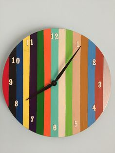 Reloj de madera decorado. Wall Clock