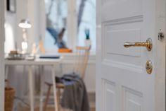 Vanhan oven detaljit Door Handles, Oven, Doors, Home Decor, Door Knobs, Decoration Home, Room Decor, Ovens, Home Interior Design
