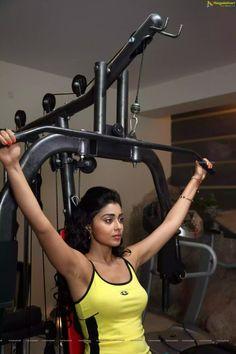 Shriya saran exposing dark armpit