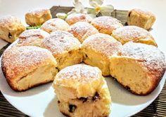 Holland túrós-mazsolás zsemlék Banana Bread, Muffin, Breakfast, Food, Kochen, Muffins, Hoods, Meals, Cupcake