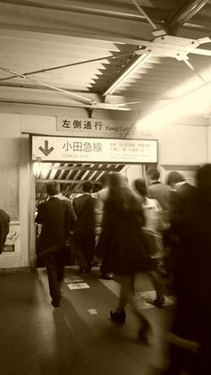 @sandyayano  みんな写真撮ってるね。今日でバイバイ、地上の下北沢駅。思い出たくさん。ありがとう。 #シモチカ