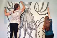 Street Design School : DIY Octopus Art - turn a shower curtain into wall art! Diy Wand, Home Upgrades, Home Projects, Projects To Try, Craft Projects, Mur Diy, Shower Curtain Art, Shower Curtains, Do It Yourself Baby