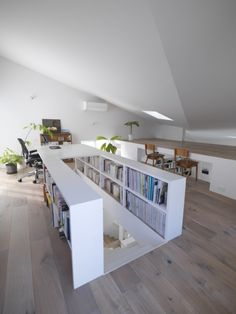 Gallery of The Corner House in Kitashirakawa / UME architects – 14 - Home Decor Ideas Attic Bedroom Designs, Attic Bedrooms, Attic Design, Attic Bedroom Storage, Design Loft, Attic Closet, Bedroom Loft, Studio Design, Bed Design