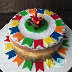 Veja 10 ideias de bolos juninos super criativos de fornecedores de todo o Brasil.